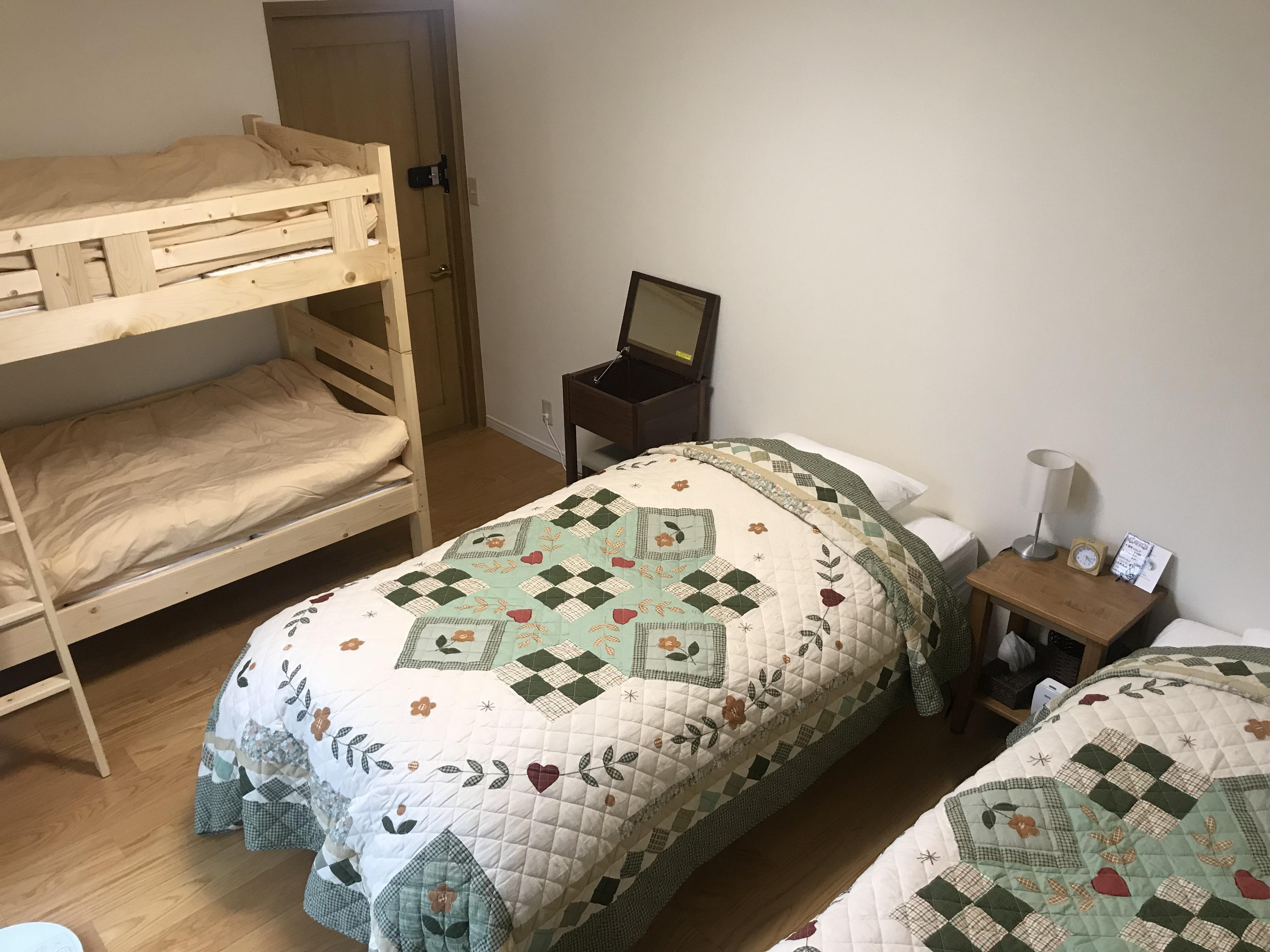 ご家族で、グループで宿泊できる4名部屋もございます。